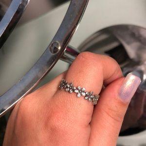 Pandora silver dazzling daisy meadow ring